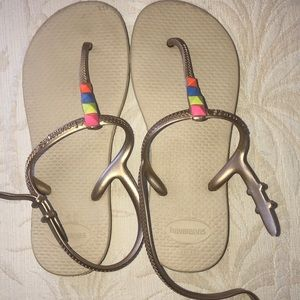 Excellent used condition Kids Havaianas w/ straps